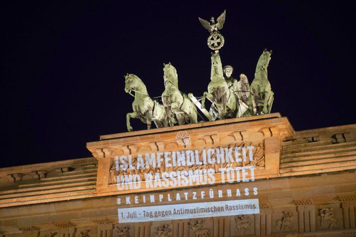 Tag gegen antimuslimischen Rassismus: Leuchtende Zeichen gegen Hass